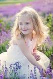 Lächelndes Kleinkindmädchen des Porträts Stockfoto