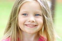 Lächelndes Mädchen Stockfotos