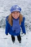Lächelndes Mädchen auf Eisrochen. Stockbilder
