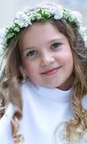 Lächelndes Mädchen der Erstkommunion Stockfotos