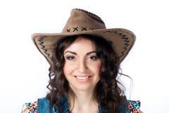 Lächelndes Mädchen im Cowboyhut Stockfotos