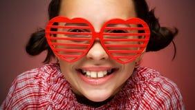 Lächelndes Mädchen mit Blendenverschlußfarbtönen Lizenzfreies Stockbild