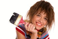 Lächelndes Mädchen mit dem Malerpinsel getrennt auf Weiß Stockfoto