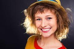 Lächelndes Mädchen mit Hut Lizenzfreie Stockfotografie