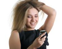 Lächelndes Mädchen mit Mobile stockfotografie