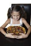 Lächelndes Mädchen mit Pizza Lizenzfreie Stockfotos