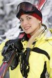 Lächelndes Mädchen nachdem dem Ski fahren Lizenzfreies Stockbild