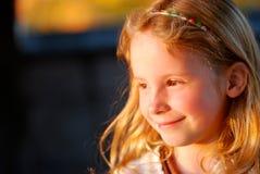 Lächelndes Mädchen-Portrait lizenzfreie stockfotos