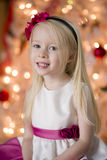 Lächelndes Mädchen am Weihnachten Lizenzfreies Stockbild