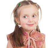 Lächelndes Mädchenporträt lokalisiert Lizenzfreies Stockfoto