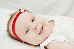 Lächelndes neugeborenes Schätzchen Lizenzfreies Stockfoto