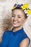 Lächelndes Porträt des Mädchens im Frühjahr Lizenzfreies Stockbild