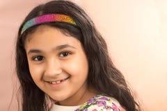 Lächelndes Porträt eines kleinen Mädchens Lizenzfreie Stockfotos