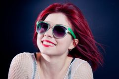 Lächelndes Redheadmädchen Stockfoto