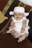 Lächelndes Schätzchen im Kleid Stockfotos
