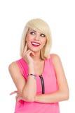 Lächelndes schönes blondes Mädchen, das weg schaut Stockfotos