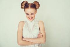 Lächelndes schönes Mädchen des Nahaufnahmeporträts Stockbilder