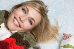 Lächelndes Schnee-Mädchen Stockfoto