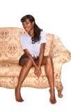 Lächelndes schwarzes Mädchen auf Retro- Artportrait des Trainers Lizenzfreie Stockfotografie