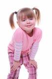 Lächelndes tragendes Rosa des kleinen Mädchens Lizenzfreie Stockfotos