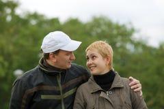 Lächelndes verheiratetes Paar Lizenzfreies Stockfoto