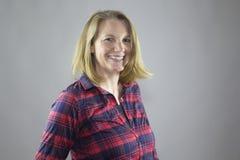 Lächelndes weibliches Rot 1 Lizenzfreies Stockfoto