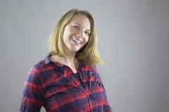 Lächelndes weibliches Rot 3 Lizenzfreies Stockbild