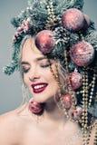 Lächelndes Weihnachtsmädchen Stockfotos