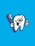 Lächelndes Zahnmaskottchen mit Zahnbürste Stockfoto