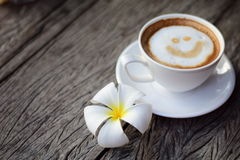 Lächelnkaffee stockbilder