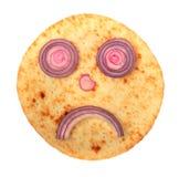 Lächelnkuchengesicht mit roter Zwiebel Lizenzfreies Stockfoto