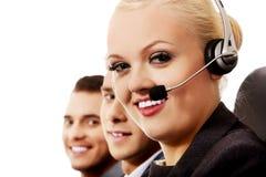 Lächelnleute der Anrufmitte drei Stockfoto