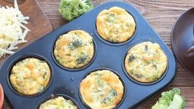Läcker äggmuffinbroccoli och ost lager videofilmer