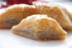 Läcker baklava med valnötter Arkivbild