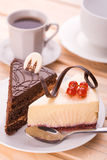 Läcker chokladkaka och kopp kaffe Arkivfoto