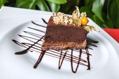Läcker chokladnisse på plattan Royaltyfri Foto