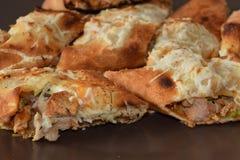 Läcker feg sandwitch med fransmansmåfiskar och sås Royaltyfria Bilder