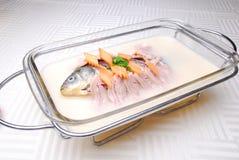 läcker fiskmat för porslin Royaltyfri Foto