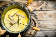 Läcker fondueost arkivfoto