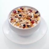 Läcker frukostmysli med frukt och muttrar Royaltyfri Foto