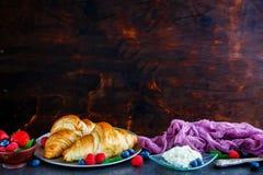 Läcker frukostuppsättning arkivbilder