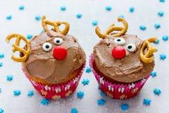Läcker gåva för roliga julrenmuffin för ungar arkivbilder