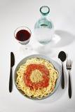Läcker italiensk spagetti med Bolognese sås Arkivfoton