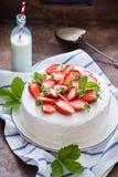 läcker jordgubbe för cake Royaltyfria Bilder