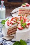 läcker jordgubbe för cake Royaltyfri Bild