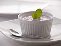 Läcker jordgubbeyoghurt Arkivbild