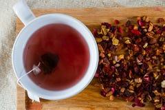 Läcker koffein-fri avkok av torkat - frukt, a arkivfoton