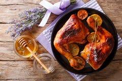 Läcker mat: grillade glasade fega ben med lavendelhonung Royaltyfri Bild