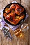 Läcker mat: grillade glasade fega ben med lavendelhonung Royaltyfri Foto