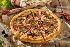 Läcker ny pizza Royaltyfri Bild